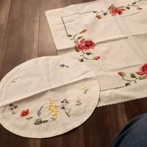 Dresser scarves / table linen lot